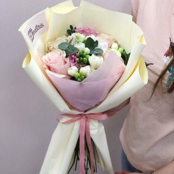 Букет з троянд,еустоми, евкаліпту та фрезій