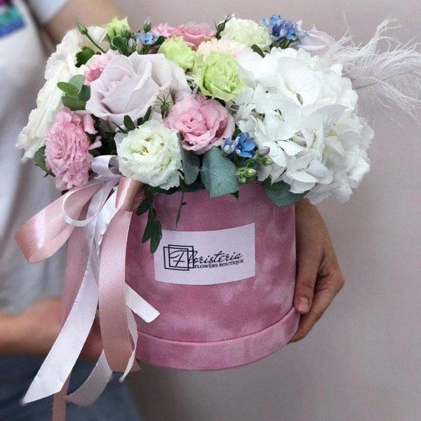 Велюровий бокс з гортензії, еквадорських троянд, білої та рожевої еустоми, оксепеталума та евкаліпту
