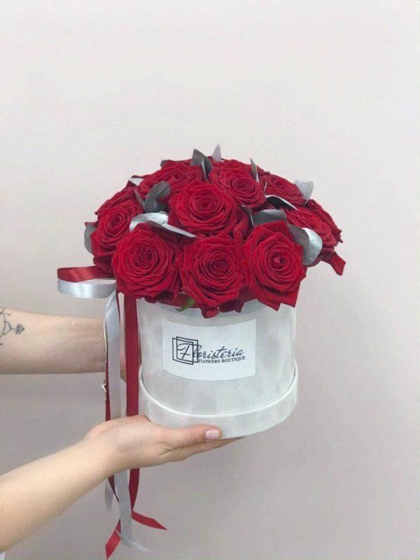 Сірий велюровий бокс з 21 червоної троянди