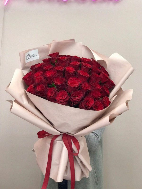 Букет з 41 червоної троянди