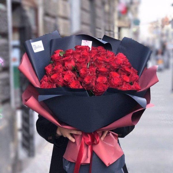 Букет з 51 червоної троянди