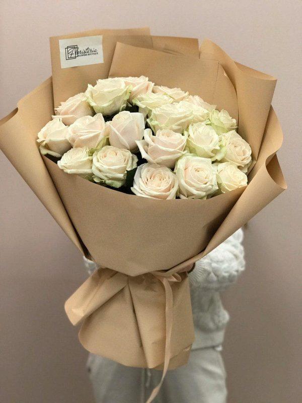 Букет з 21 білої троянди 70 см