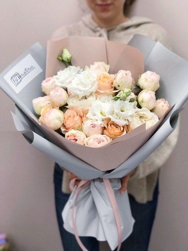 Букет з міксу троянд та еустоми