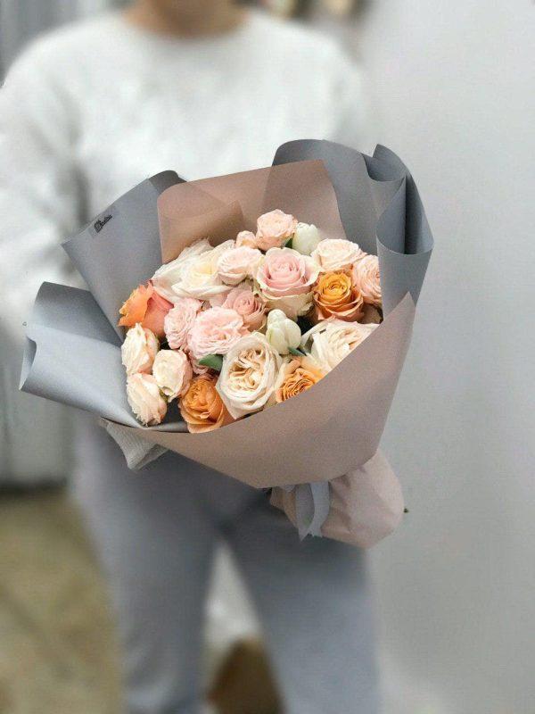 Букет з міксу еквадорських та кущових троянд