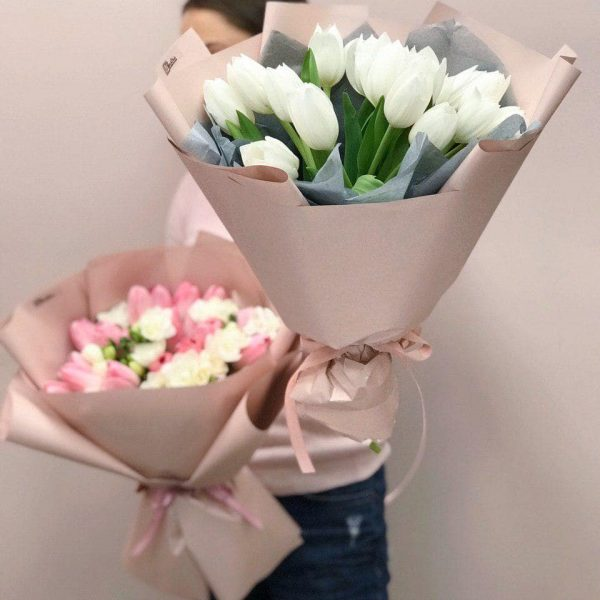 Букет з 15 білих тюльпанів