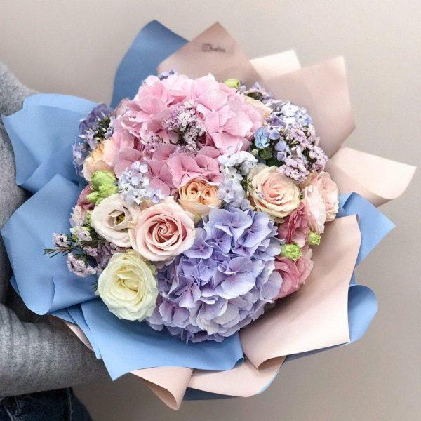 Букет в розмірі L з гортензії, еквадорської рози, єустоми, та різних додатків