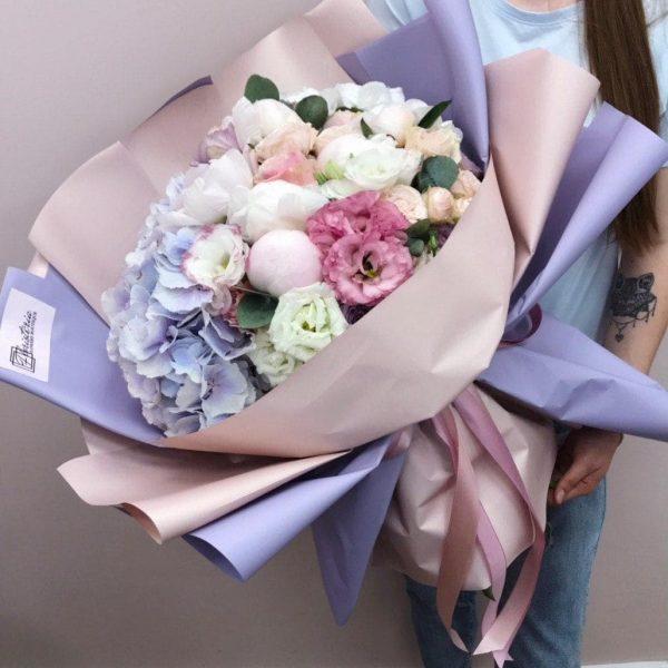 Букет в розмірі XL з гортензії, єустоми, еквадорської та кущової троянди і евкаліпту.