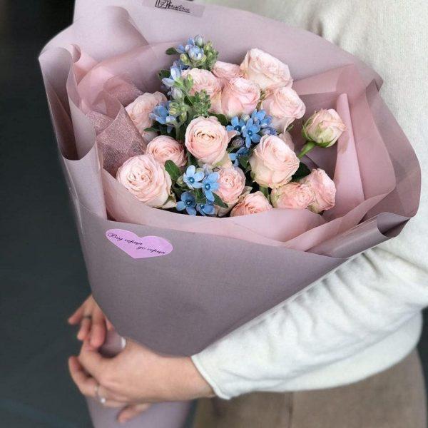 Букет з кущової троянди та оксепеталума