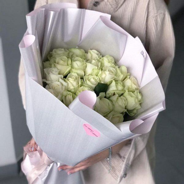 Букет з 25 білих троянд