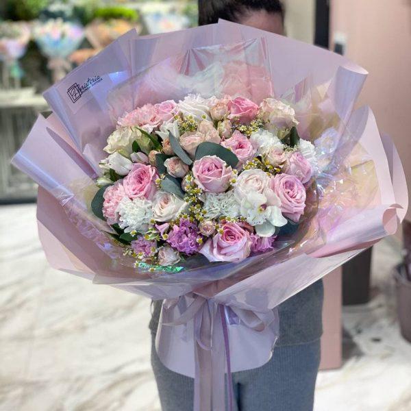 Букет гігант з міксу квітів в пастельній колористиці