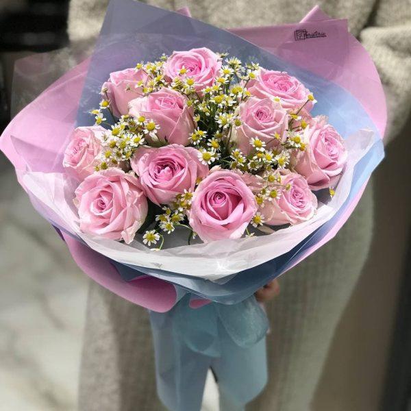 Букет з троянд та ромашок