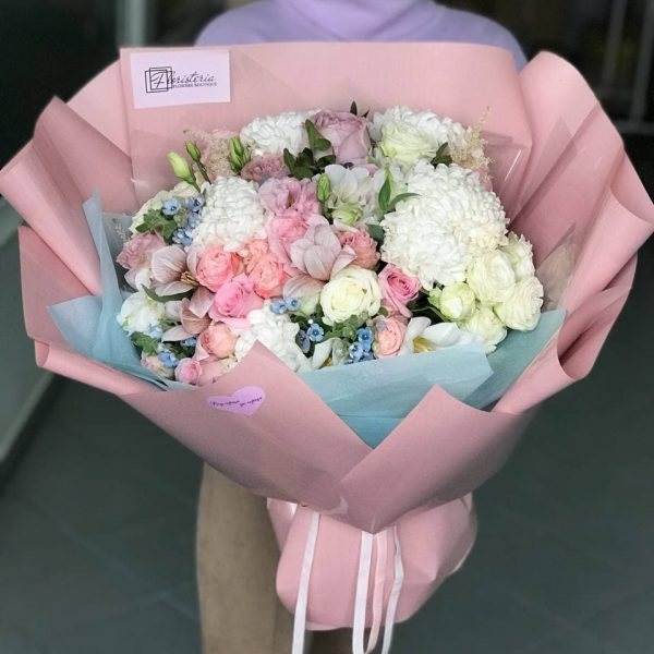 Букет в розмірі XL з міксу квітів в ніжних відтінках