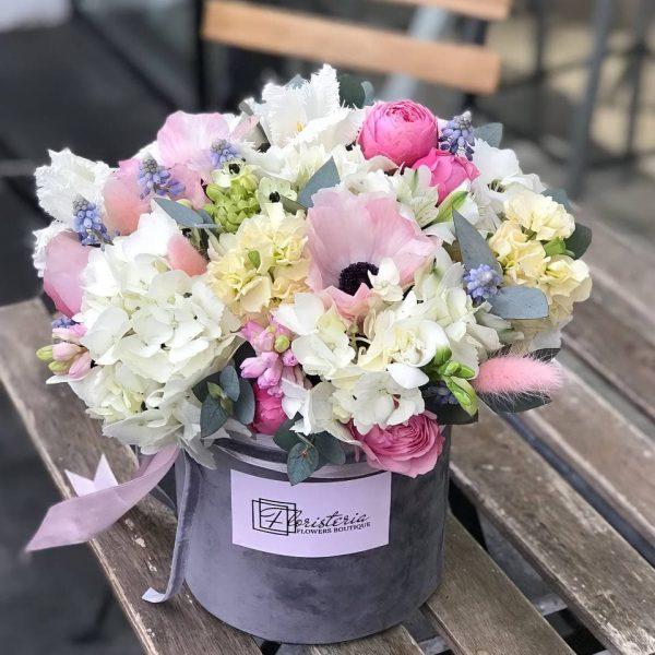 Велюровий бокс з весняних квітів