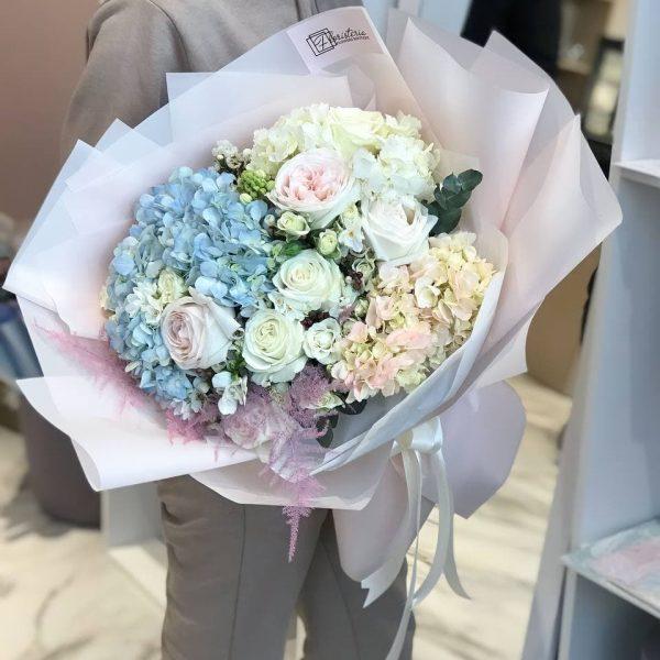 Букет з гортензії та троянд