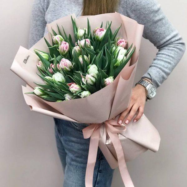 25 піоновидних тюльпана