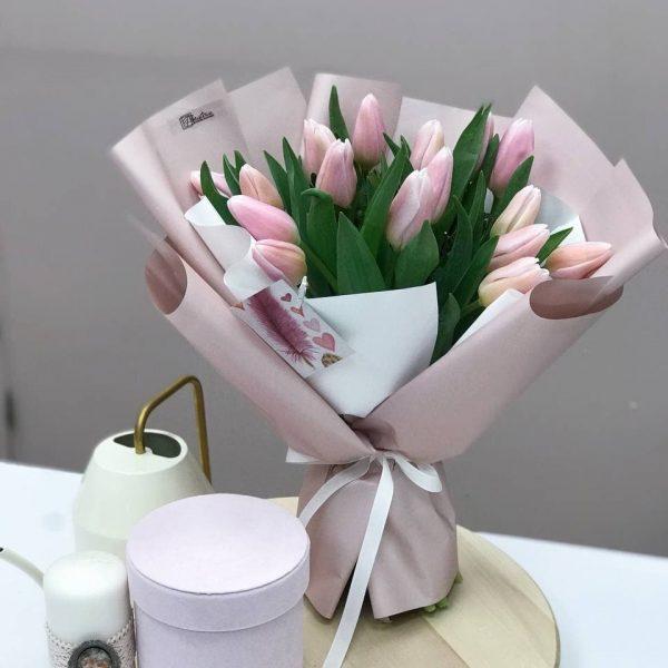 17 рожевих тюльпанів