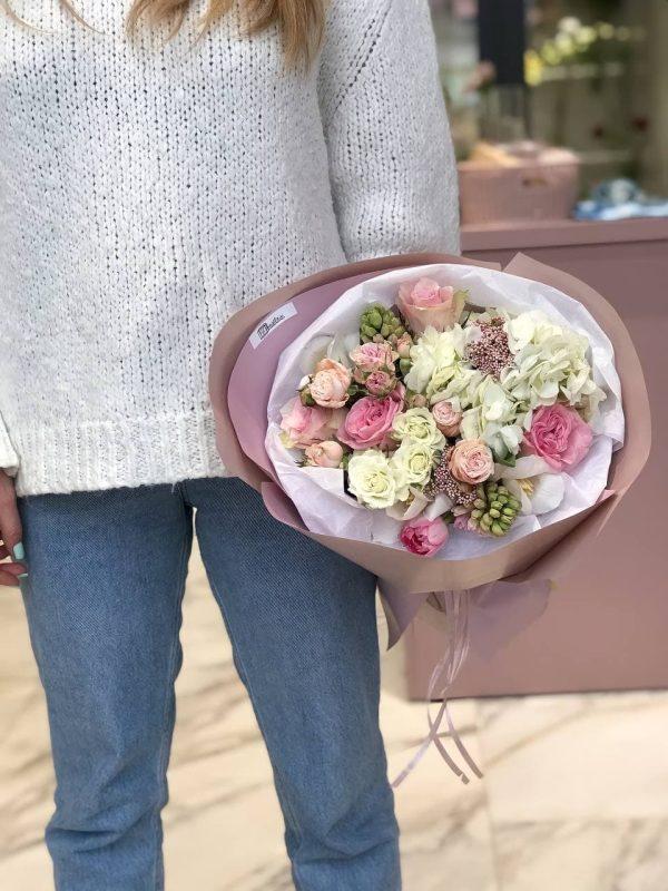 Веcняний мікс з гортензії, гіацинтів, троянд та тюльпанів