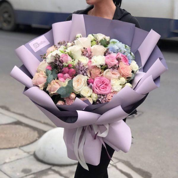 Букет гігант з весняний квітів