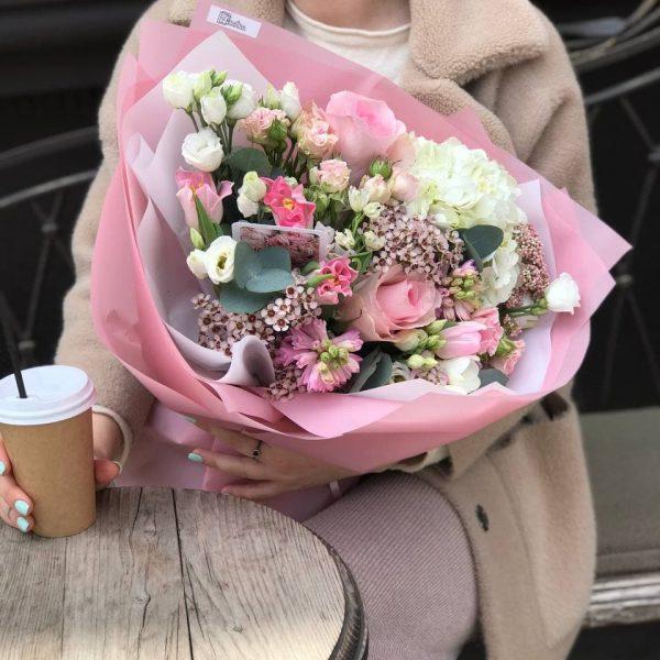 Букет з еустоми, гортензії, ваксу, троянд та гіацинтів