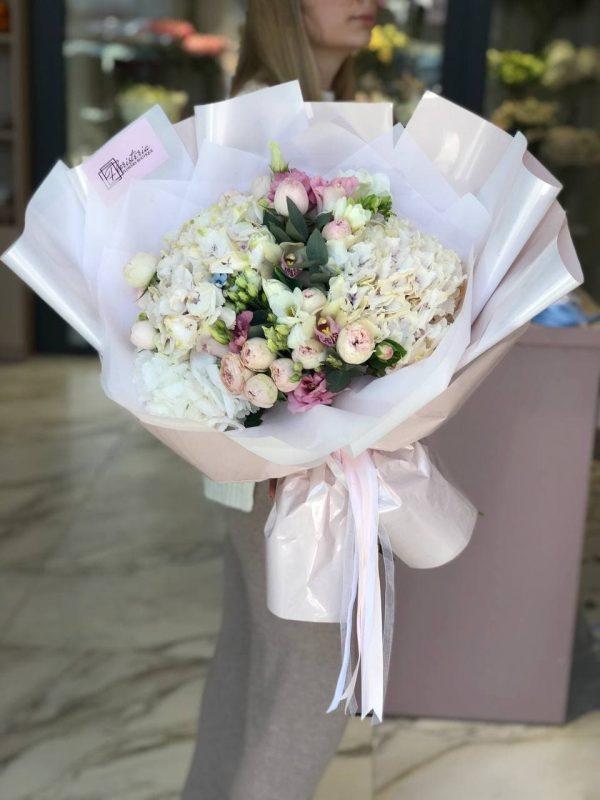 Букет в розмірі L з гориензії, фаленопсісу, троянд, еустоми та додатків