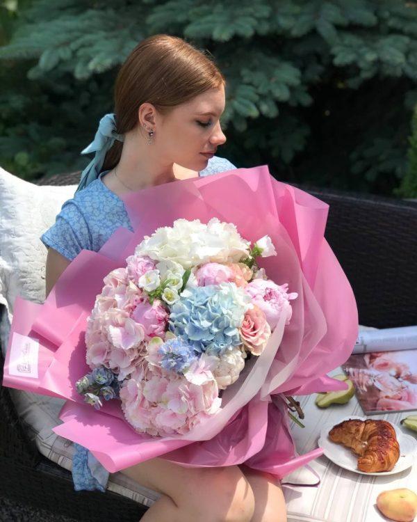 Яскравий букет гігант з літніх квітів