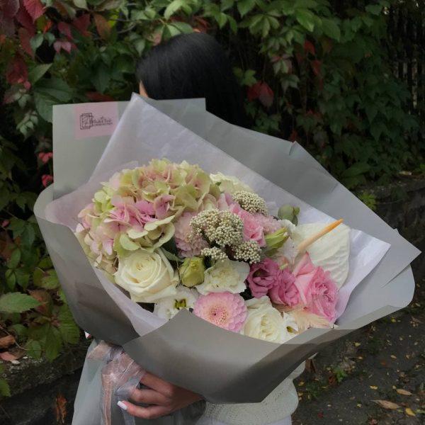 Букет в розмірі L з міксу пастельних квітів